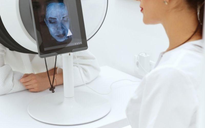 Women getting an e-skin analysis.