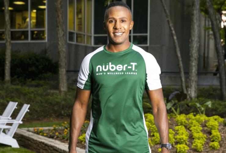 Desmond Mason in green nuber-T shirt